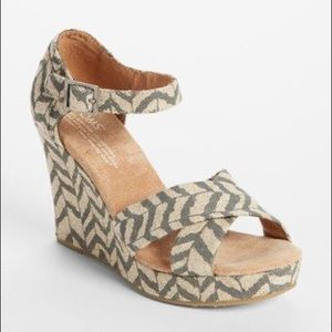 Toms Burlap Chevron Wedge Size 10
